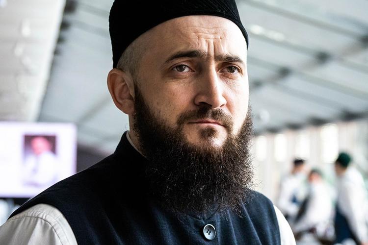 Пословам приглашенного наелашы муфтия ТатарстанаКамиля Самигуллинапокойный остался впамяти, как участник 15-тысячного авыз ачу, прошедшего в2019-м доковидном году