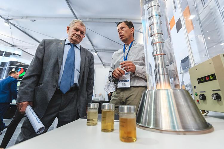 «Мынабазе знаменитой схемы Рафината Саматовича Яруллина (слева)сделали поотраслевые раскладки, какие вещества производятся, какие потребляется»