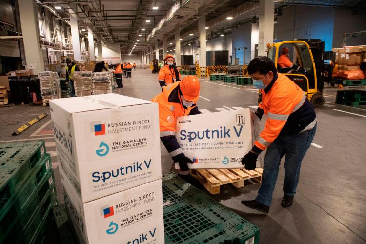 Евросоюз намерен начать переговоры о закупке российской вакцины от коронавируса «Спутник V», сообщил сегодня Reuters со ссылкой на политические и дипломатические источники в ЕС