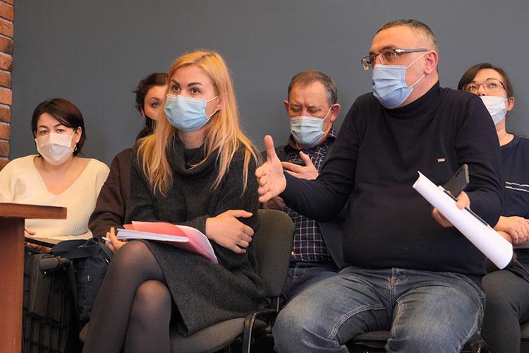 Для того, чтобы лично убедиться в отсутствии вентиля, жители просили устроить для них экскурсию по полигону, чтобы оценить запахи на месте