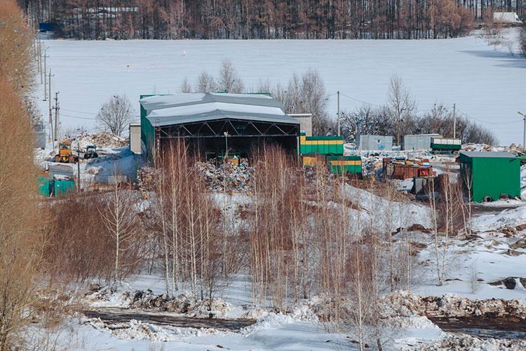 Зиатдинов напомнил, что рядом с действующим полигоном остаются нерекультивированный Самосыровский полигон, Самосыровская свалка с пассивной дегазацией