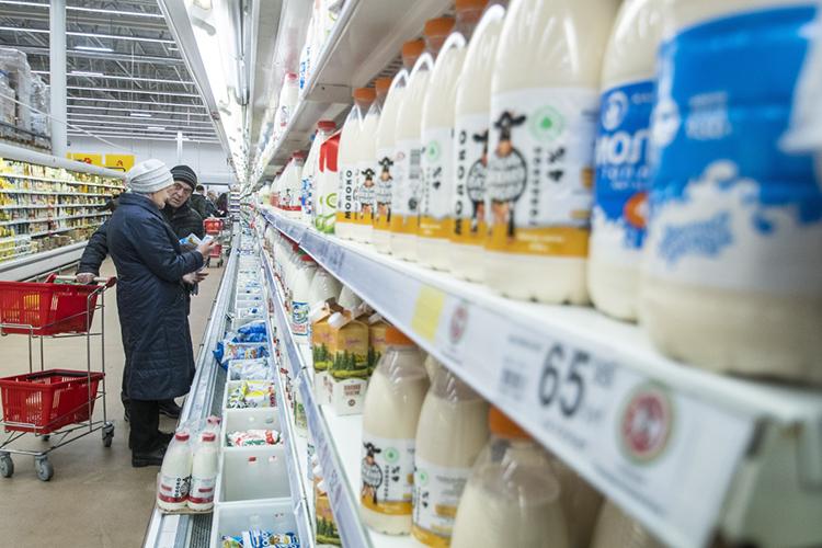 Индекс себестоимости сырого молока за2020 год выросла на15 процентных пунктов. Себестоимость производства молочной продукции также выросла от5 до7%. Втоже время молочные продукты наполках магазинов подорожали, всреднем, всего на4%