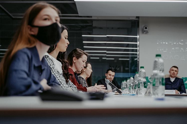 Председатель комиссии отметил, что поддержка татароязычной печати безусловно входит вкруг интересов комиссии иобещал поддержку