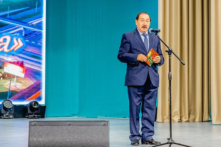 Союз писателей РТ выдвинул Факила Сафиназароман-трилогию «Саташып аткаң таң» иповесть «Гөлҗиһан»