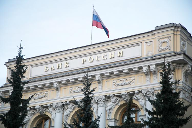 Банк России впервые с 2018 года повысил ключевую ставку на 25 базисных пунктов — с рекордно низкого уровня в 4,25% до 4,5%. К ужесточению денежно-кредитной политики ЦБ подтолкнула разогнавшаяся инфляция