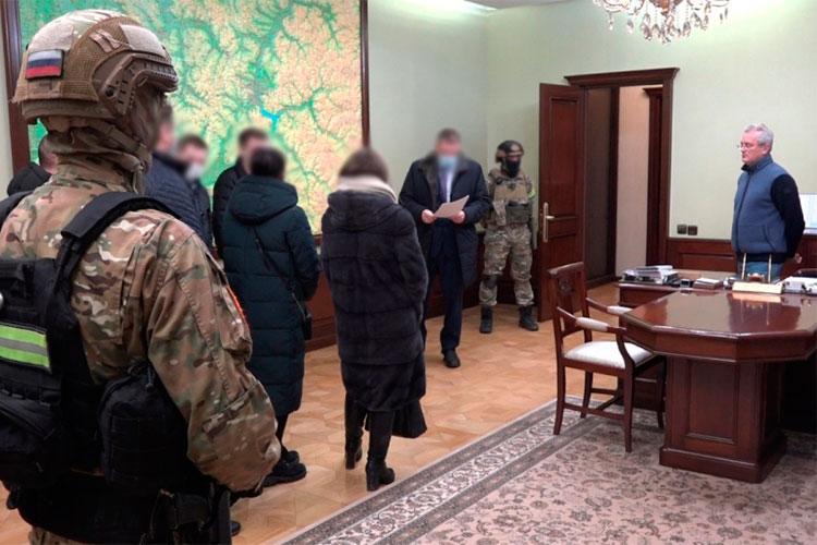 Следственный комитет РФсегодня обвинил губернатора Пензенской области Ивана Белозерцева вполучении многомиллионной взятки