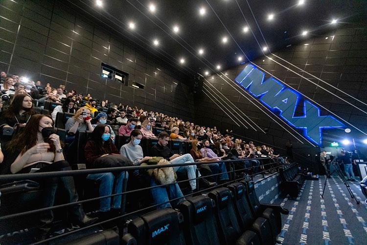 После просмотра вкинотеатре IMAXторгового центра Kazan Mallмногие зрители объяснялись влюбви актеру ирежиссеру