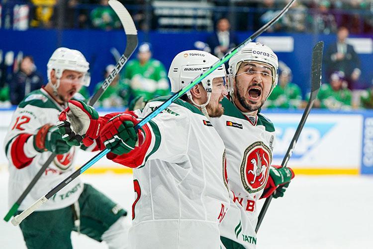 Есть вторая тройка, где забивает Патрис Кормье и выдает шедевры Кирилл Петров