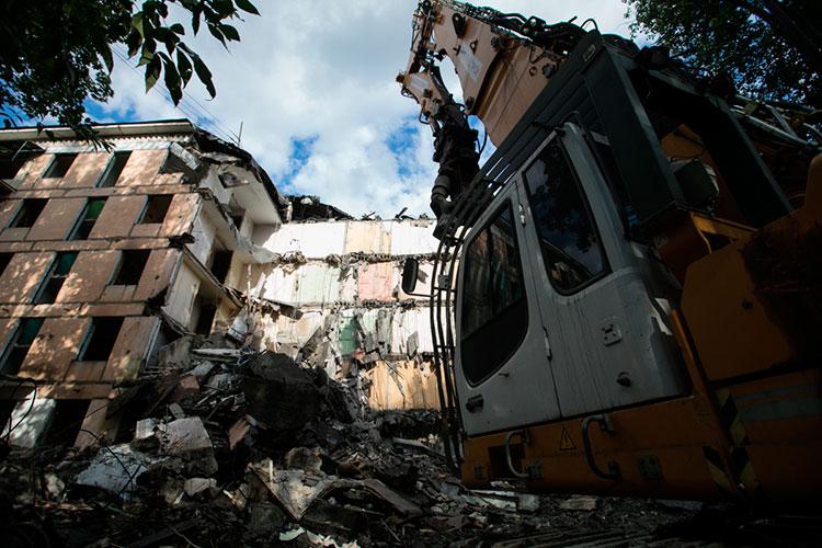«Программа реновации, когда она началась в Москве, у нас тоже обсуждалась. Но есть же указ президента России, что в первую очередь надо решить проблему аварийного жилого фонда»