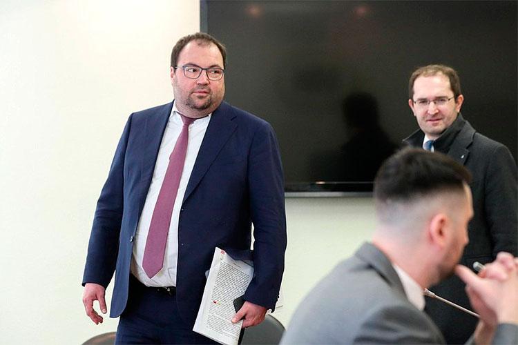 Накануне в Госдуме прошло очередное расширенное заседание комитета по финансовому рынку. На нем отчитывался министр цифрового развития РФ Максут Шадаев
