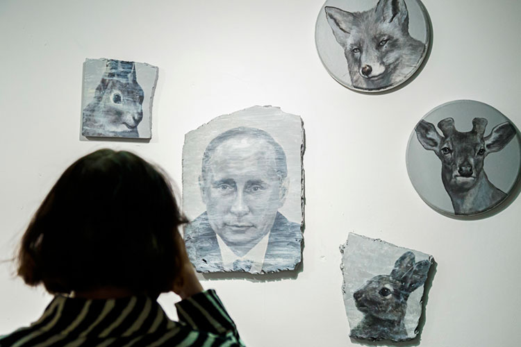 «Ячасто пишу Путина, нонесвязываю его сполитикой. Для меня это всем известный объект, символ, который поселился всознании, без провокаций ипристрастий»