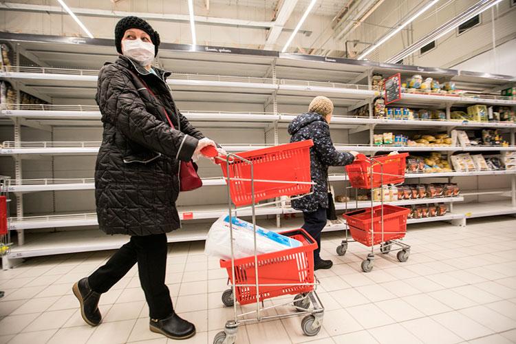 Виктор Евтухов подчеркнул, что в начале пандемии, когда люди ринулись в магазины за продуктами, торговые сети проявили «недюжинный патриотизм» и закупались впрок