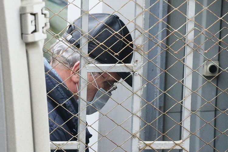 «Кремлевский шептун»отмечает, что задержание пензенского губернатора является ударом поШойгу, либо поспикеру Госдумы Вячеславу Володину. Эти тяжеловесы считаются покровителями погоревшего главы пензенской области