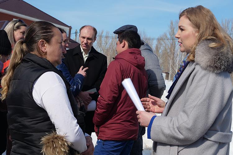 Ирина Волынец пообещала, что если хоть одного ребенка отчислят изшколы, омбудсмен отстоит его права