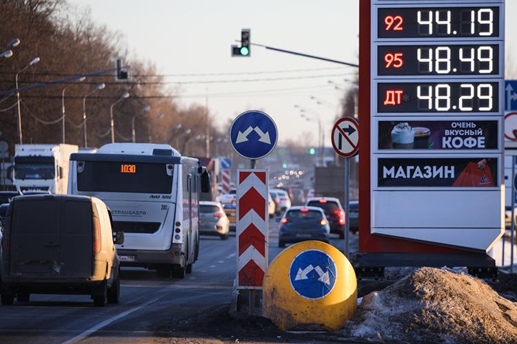 «Наэтой неделе была целая серия сообщений отом, что сдекабря прошлого года цены наних (топливо, бензин) выросли всреднем на18%, авближайшее время вырастут еще на14%»