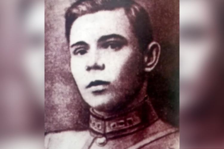 Музагит Хайрутдинович Хайрутдинов родился 26марта 1901 года втатарской семье вселе Туркменево (Туркмен-аул), которое сейчас входит всостав города Октябрьский Туймазинского района Республики Башкортостан