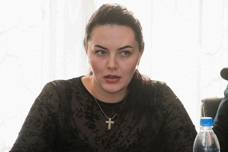 Сидящая в зале Екатерина Уткина сразу перешла к ответу на вопросы бизнеса, которые собрали в ТПП и передали регоператору