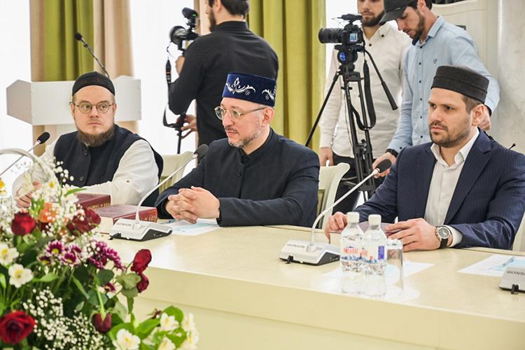 Ришат Хамидуллин: «Книгой заинтересовались нетолько наши коллеги изДагестана, ноимусульманеиздругих регионов, как России, так истран СНГ»