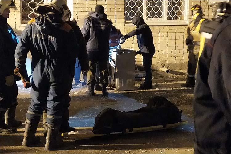 Валерий рассказал, что застал тот момент, когда изквартиры вытаскивали газовую плиту Тимохина: «Там все ручки были повернуты на «открыто»