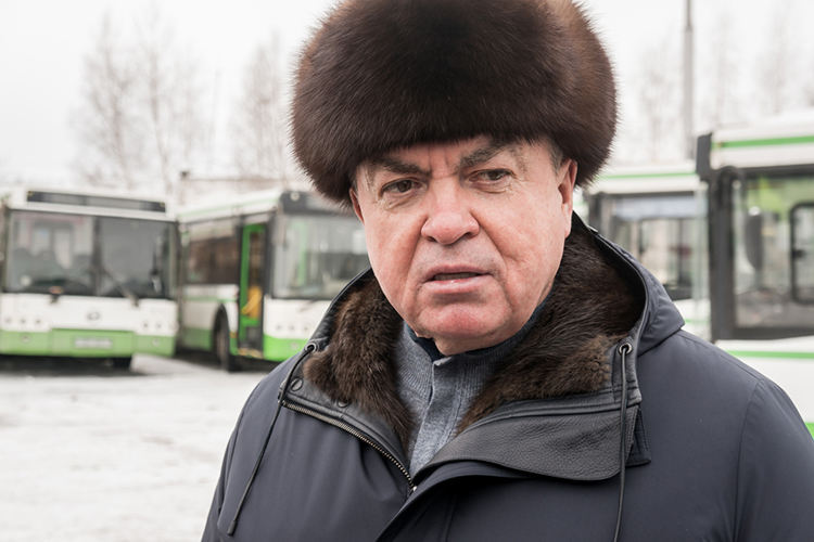 Автобусы большой вместимости— самая больная тема Челнов эпохиНаиля Магдеева. В2015 году, когда онбыл избран мэром автограда онрешил заняться «автобусной реформой»