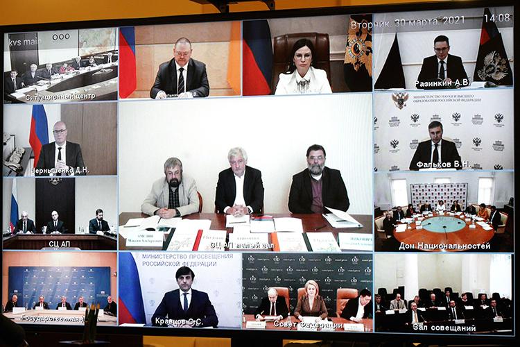 Путин отдельно поручил проработать вопросы подетям мигрантов, ужбольно сильно задела эта тема. Поего словам, надо принять дополнительные мер поадаптации детей иностранных граждан, находящихся натерриторииРФ