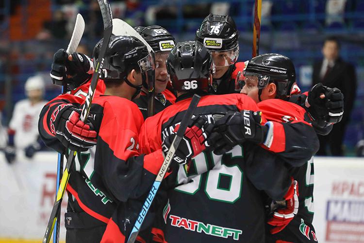«Нефтяник»— это нетолько команда вВХЛ, ноибольшая система подготовки молодых игроков