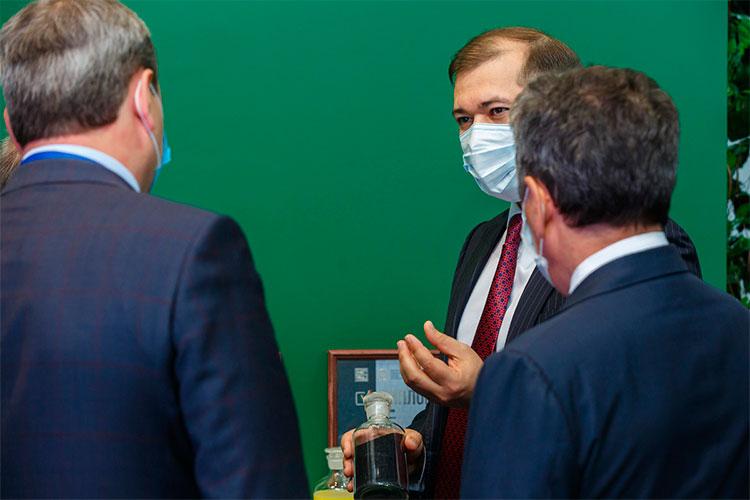 Полгода прошло с презентации колб с продуктами КГПТО на нефтегазовом форуме высокопоставленным лицам, которую провел Руслан Шигабутдинов, а разрешения на ввод комплекса в эксплуатацию все еще не видно
