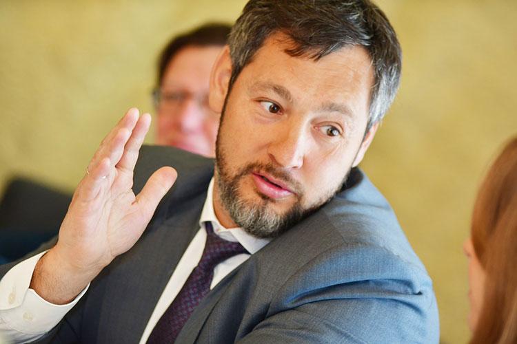 Олег Коробченко рассказал, что в городе есть отрасли, которые пострадали больше остальных — гостиничный бизнес, рестораны, производственники, машиностроители, представители культуры
