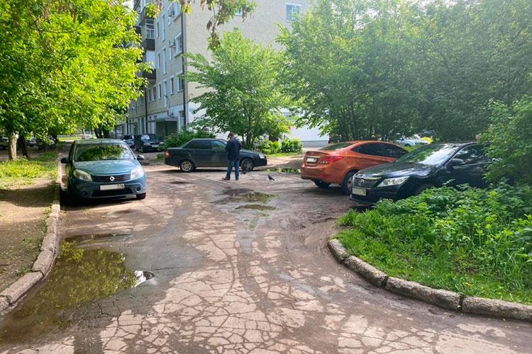 Двор на ул. Ш. Усманова до благоустройства