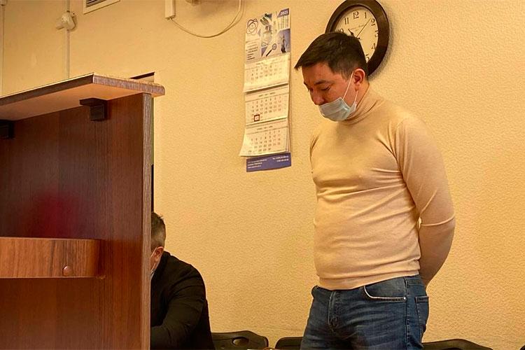 Адвокат Залялова-младшего Нияз Халитов подробно остановился на показаниях сотрудникам МЧС, с которым Динар якобы договаривался о передаче 25 млн рублей старшему брату
