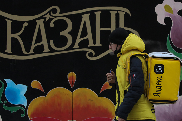 Что касается заработка курьеров, то«Яндекс.Лавка» обещает до50тыс. рублей нарукивмесяц, возможны также бонусы, премии ичаевые. Опыт работы нетребуется