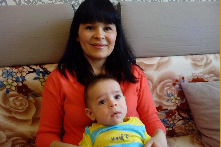 Ваня Гырляживет вКазани. Его необычная внешность (одни только большие черные глаза чего стоят) объясняется происхождением:СветланаиИон— молдаване