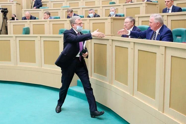 В 2020 году бюджетный профицит в 4 млрд. рублей сменился дефицитом в 676,5 млрд, доложил накануне сенаторам Алексей Кудрин