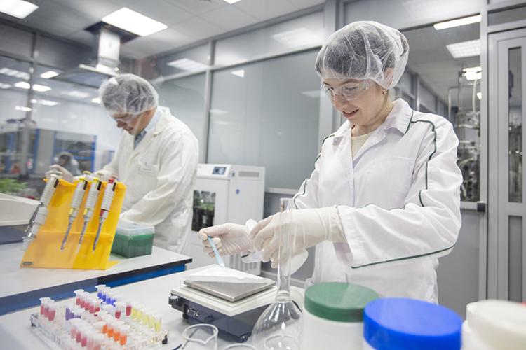Самое сложное вэтой цепочке— бактерии, вотличие отдругих инструментов производства, сними нужно работать предельно осторожно, оберегать ихжизнь