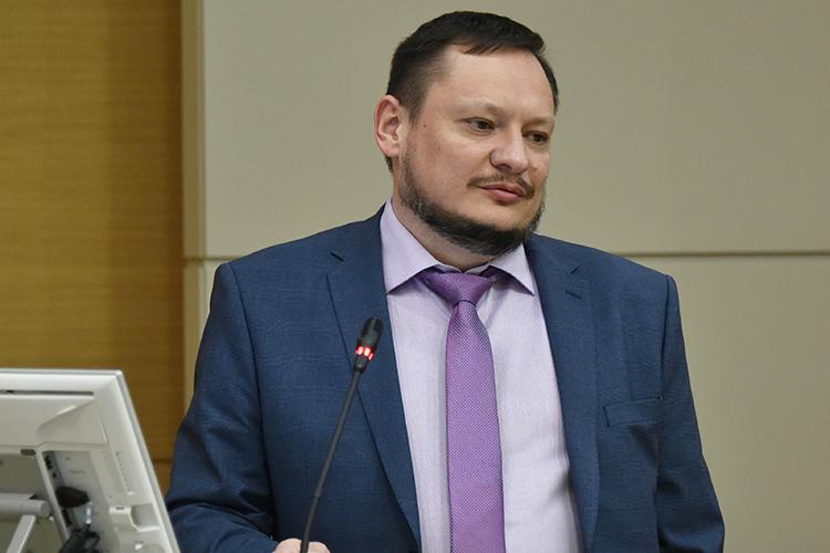 Назаседании выступил иИгорь Бурцев, техдиректор тюменского ООО«Амкор», который рассказал оразвитии российского приборостроения иимпортозамещения оборудования вТЭК