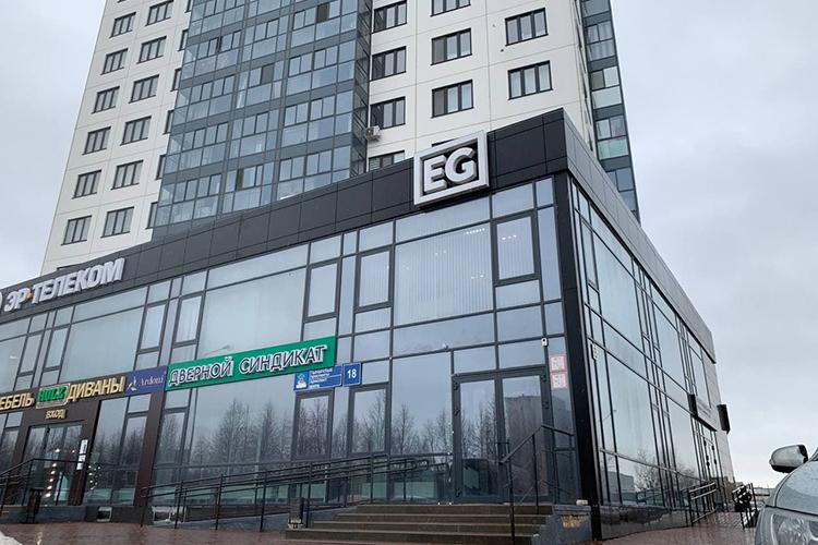 Следственно-оперативная группа пыталась попасть вздание ЖКEuropa Tower, где ранее находился главный офис ГК«ЕвроГрупп». Однако найти там документы, связанные сбизнесом Миронова, силовикам неудалось