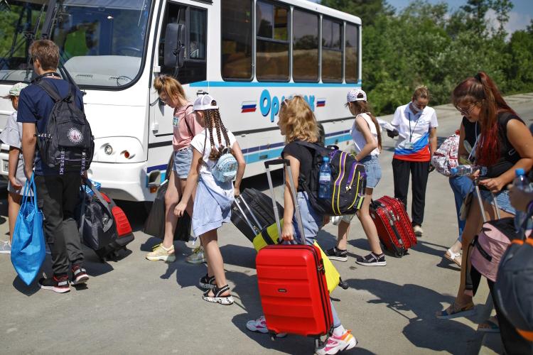 Авдонина также разъяснила, как изменится грядущим летом отдых для детей.«Перед началом каждой смены персонал лагеря проходит тестирование наковид неранее чем затри дня довыхода наработу»