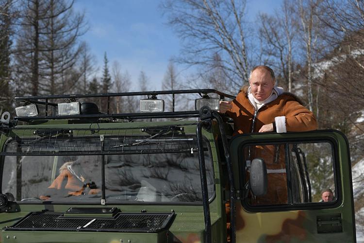 «Это такая странная Россия, где все, начиная от президента, мечтают сбежать куда-нибудь в тайгу»