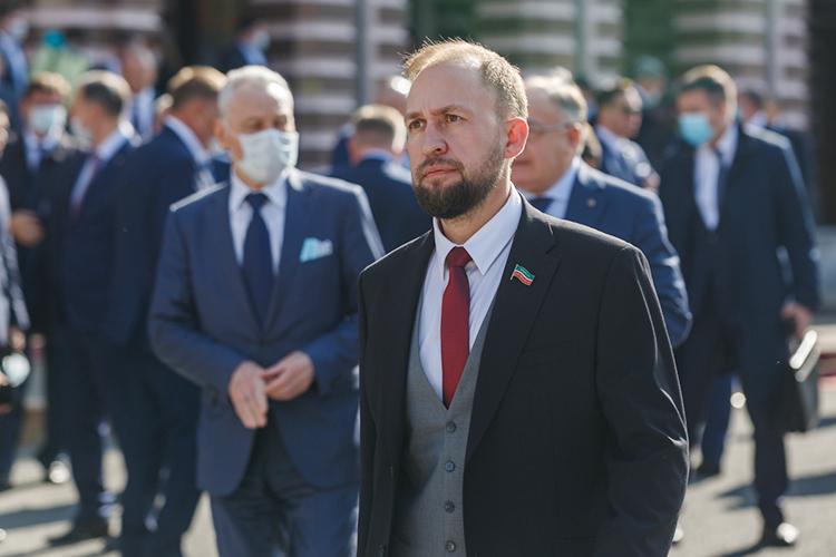 Нашим экспертам понравилось яркоевыступлениелидера татарстанских эсеровАльмира Махеева (79) вГоссовете РТпотеме реноваций. Голос депутата был услышан, взакон внесены поправки, аон заработал наэтом хорошие политические очки