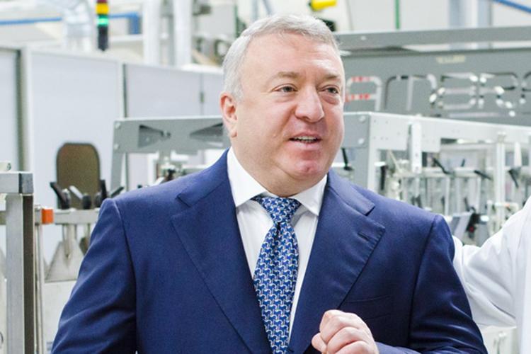 Депутат Госдумы РФ, основной акционер ГК«Нэфис»Ирек Богуславский (5)продолжает пользоваться плодамиуспешного финансового маневраиимеет все шансы переизбраться вновый состав федерального парламента