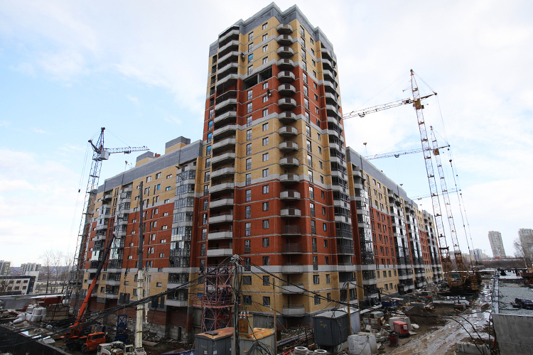 ВЖКМЧС отМЧС осталось одно название. Кризис 2008 года сильно ударил построительной сфере. Стройка началась в2011-м ибыла заморожена в2014 году