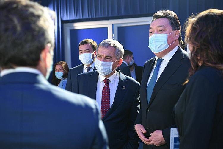 Мамин (справа от президента РТ) всвою очередь подчеркнул, что этот завод станет одним изкрупнейших врегионе