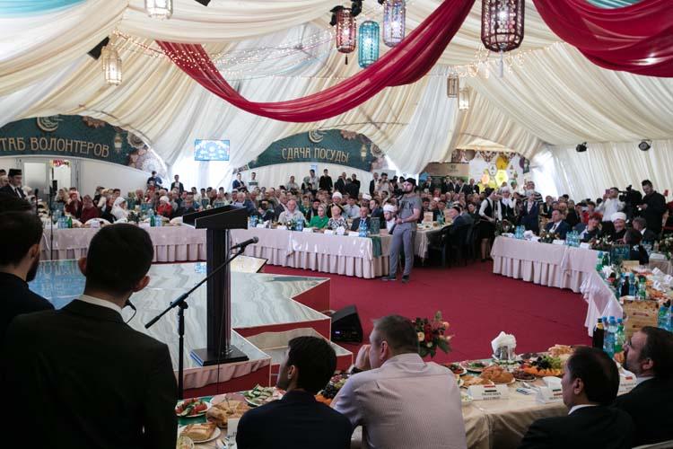 Роспотребнадзор разрешил вРамадан-2021 коллективные ифтары, проведение которых было запрещено годом ранее, правда, сограничениями – должно быть не более 100 человек