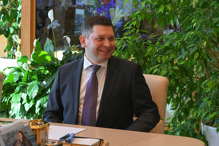 Следует обратить внимание, что всего три недели назад состоялось неожиданное назначение руководителем Приволжского управления Ростехнадзора 37-летнего Азата Мубаракшина