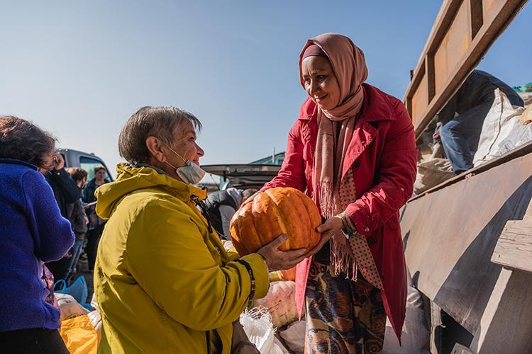 «С начала пандемии усиленно было задействовано большое количество волонтёров для комплектации и развозов продовольственной помощи»