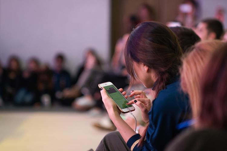 «Проникновение соцсетей в2020 году значительно выросло— с49млн активных авторов до64млн.Существенное влияние наэтот рост оказал коронавирус. Люди активно помогают другу другу всоцсетях— заболевшие ведут подробные дневники иделятся личным опытом выживания»