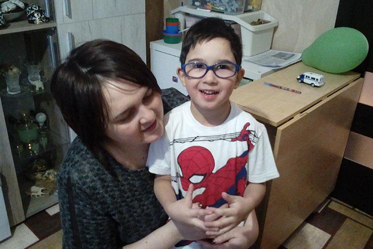 Амир настроен оптимистично. «Он очень общительный, доброжелательный. В детском саду у него много друзей. Детки ему помогают, играют с ним», — рассказывает мама Амира Василя Халимова