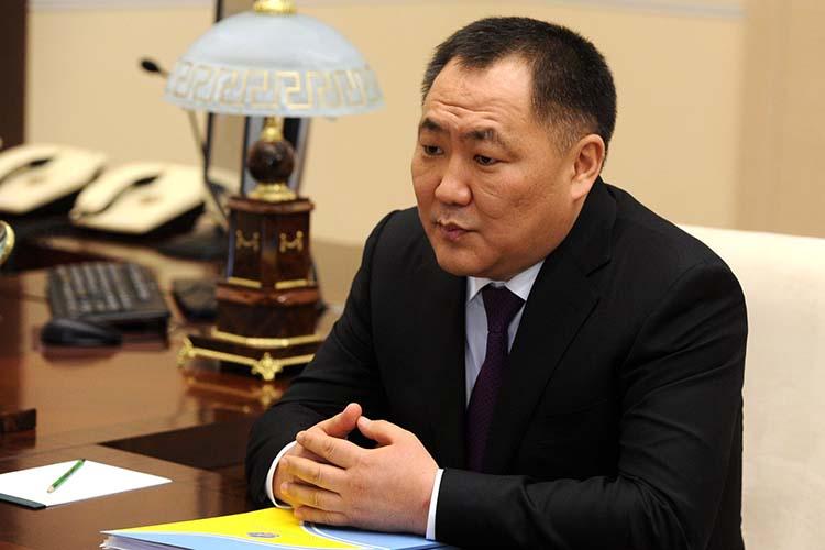 Накануне стакимже заявлением выступил глава ТывыШолбанКара-оолы, который руководил регионом последние 13лет