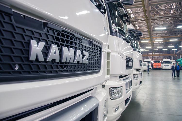 ПАО «КАМАЗ» за2020 год получило чистую прибыль 1,55млрд против убытка 1,55млрд в2019 году, следует изопубликованной наднях бухгалтерской отчетности общества пороссийским стандартам