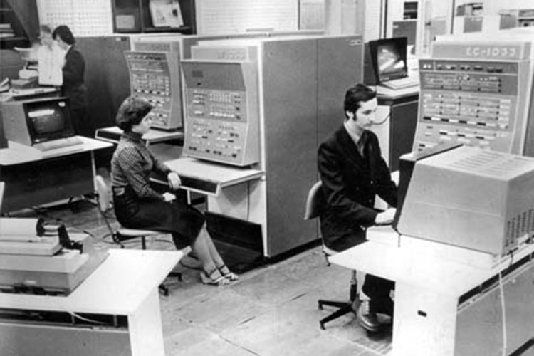 К 1960 году специалисты ВЦ уже провели расчеты пуска дальних баллистических ракет, запуска искусственных спутников и межпланетных станций
